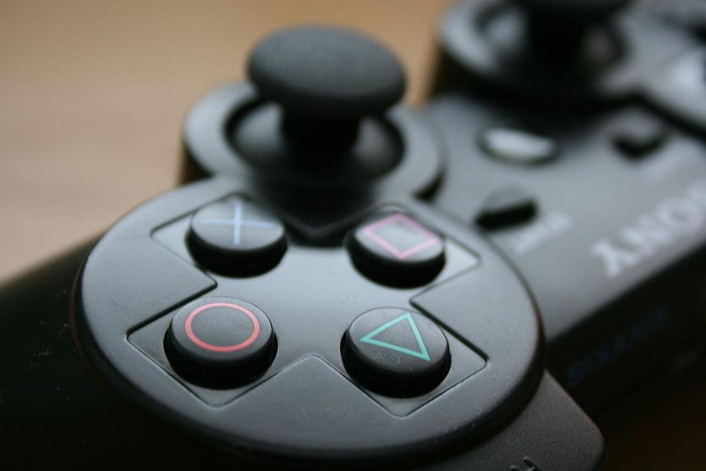 Une manette de Playstation 3, emblématique console de jeux vidéo